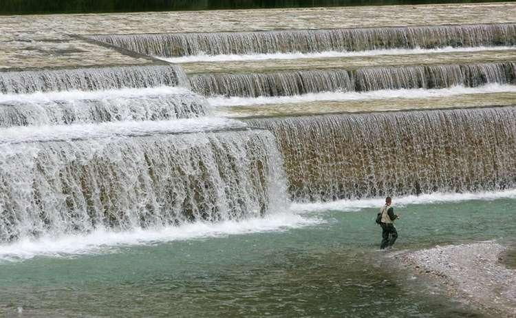 Ein Angler in der Berchtesgadener Ache