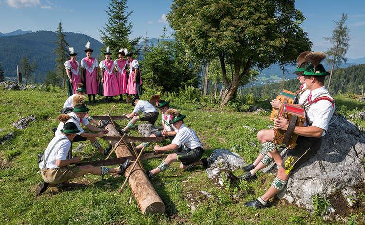 Die Funtenseer beim Holzhacker